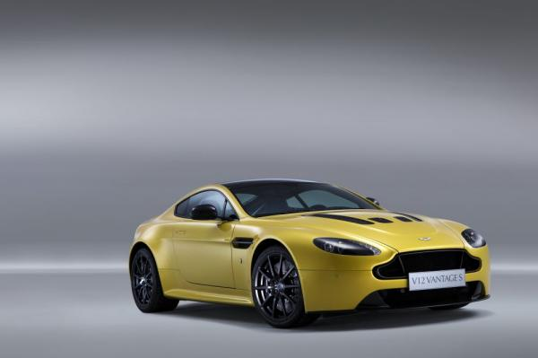 New 2017 Aston Martin V12 Vantage S for sale Sold at Bugatti of Greenwich in Greenwich CT 06830 3