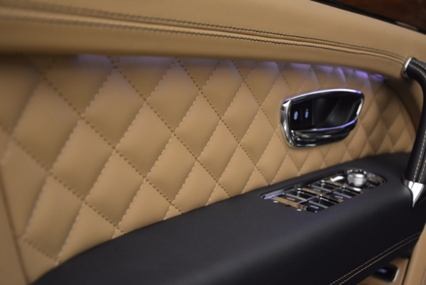 New 2018 Bentley Bentayga W12 Signature for sale Sold at Bugatti of Greenwich in Greenwich CT 06830 18