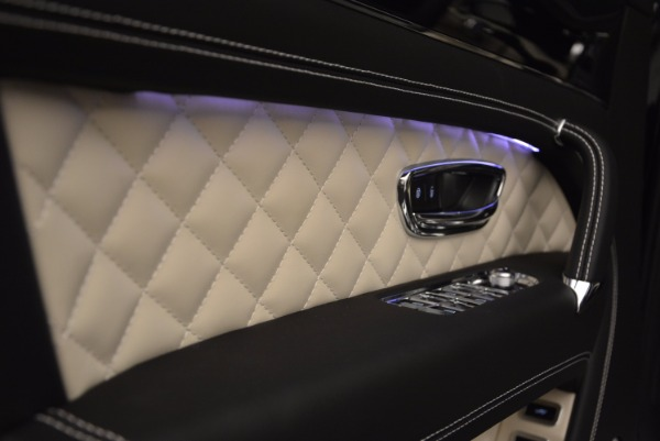 New 2018 Bentley Bentayga Signature for sale Sold at Bugatti of Greenwich in Greenwich CT 06830 23