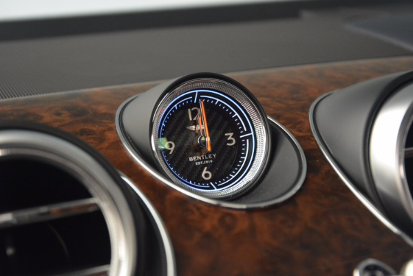 Used 2018 Bentley Bentayga W12 Signature for sale Sold at Bugatti of Greenwich in Greenwich CT 06830 27