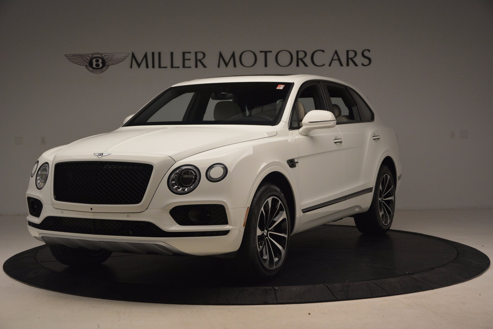 Used 2018 Bentley Bentayga Onyx for sale Sold at Bugatti of Greenwich in Greenwich CT 06830 1