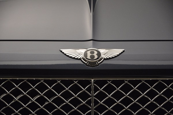 Used 2018 Bentley Bentayga Onyx for sale Sold at Bugatti of Greenwich in Greenwich CT 06830 14