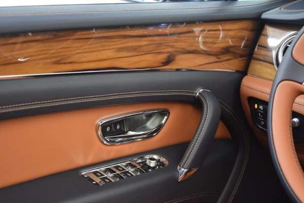 Used 2018 Bentley Bentayga Onyx for sale Sold at Bugatti of Greenwich in Greenwich CT 06830 23