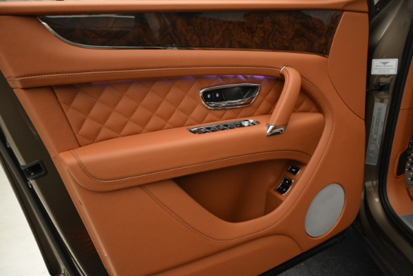Used 2018 Bentley Bentayga W12 Signature for sale $156,900 at Bugatti of Greenwich in Greenwich CT 06830 17