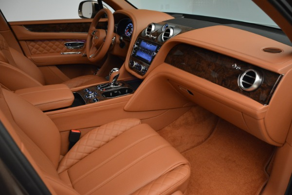 Used 2018 Bentley Bentayga W12 Signature for sale $156,900 at Bugatti of Greenwich in Greenwich CT 06830 27