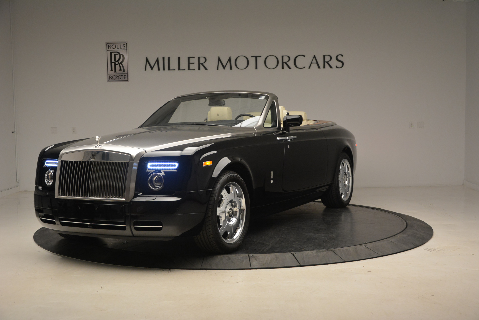Used 2009 Rolls-Royce Phantom Drophead Coupe for sale Sold at Bugatti of Greenwich in Greenwich CT 06830 1