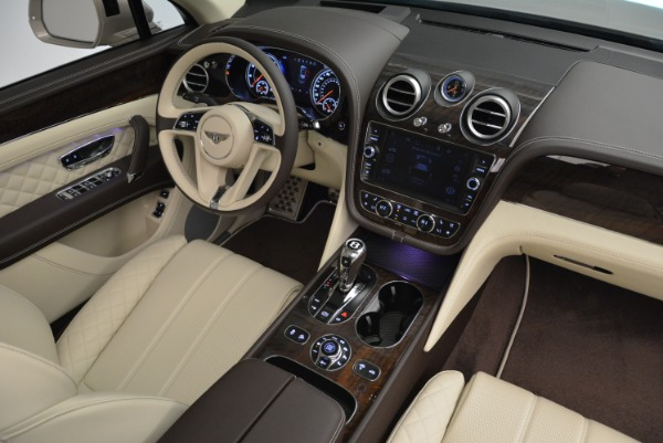 New 2018 Bentley Bentayga Signature for sale Sold at Bugatti of Greenwich in Greenwich CT 06830 28