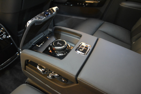 Used 2018 Rolls-Royce Phantom for sale Sold at Bugatti of Greenwich in Greenwich CT 06830 20