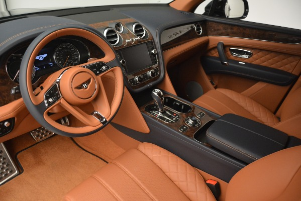 Used 2018 Bentley Bentayga Signature for sale Sold at Bugatti of Greenwich in Greenwich CT 06830 17