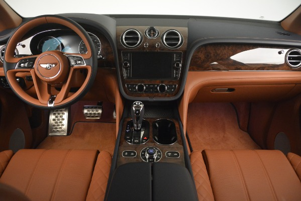 Used 2018 Bentley Bentayga Signature for sale Sold at Bugatti of Greenwich in Greenwich CT 06830 25