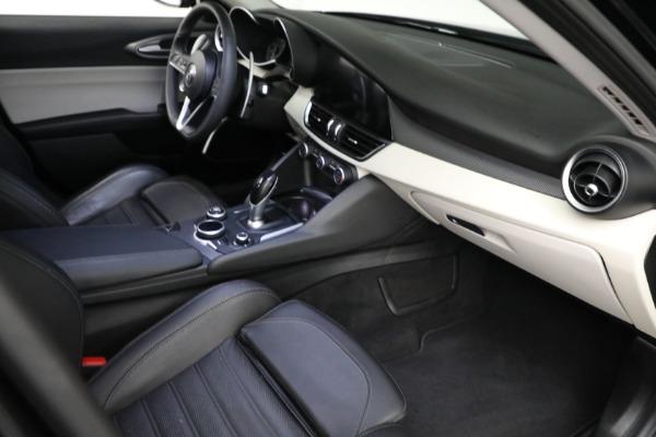 Used 2018 Alfa Romeo Giulia Ti Sport Q4 for sale $34,900 at Bugatti of Greenwich in Greenwich CT 06830 17