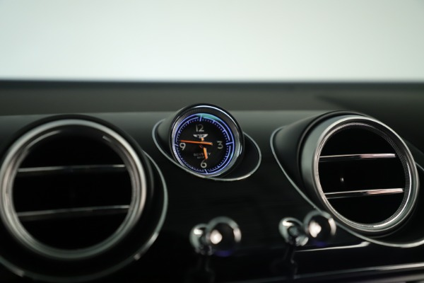Used 2018 Bentley Bentayga W12 Signature for sale Sold at Bugatti of Greenwich in Greenwich CT 06830 23