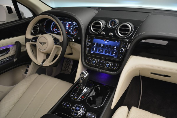 Used 2018 Bentley Bentayga Signature for sale Sold at Bugatti of Greenwich in Greenwich CT 06830 28