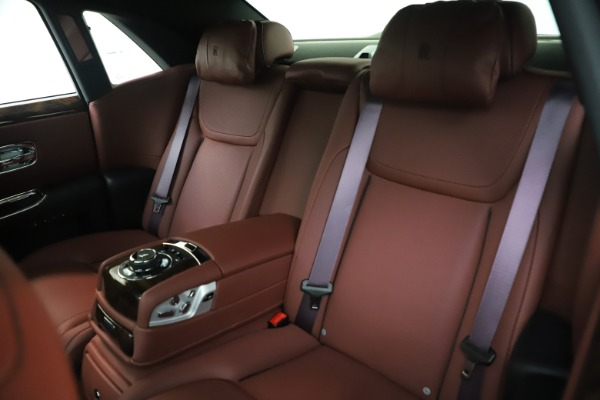 Used 2016 Rolls-Royce Ghost for sale $169,900 at Bugatti of Greenwich in Greenwich CT 06830 15