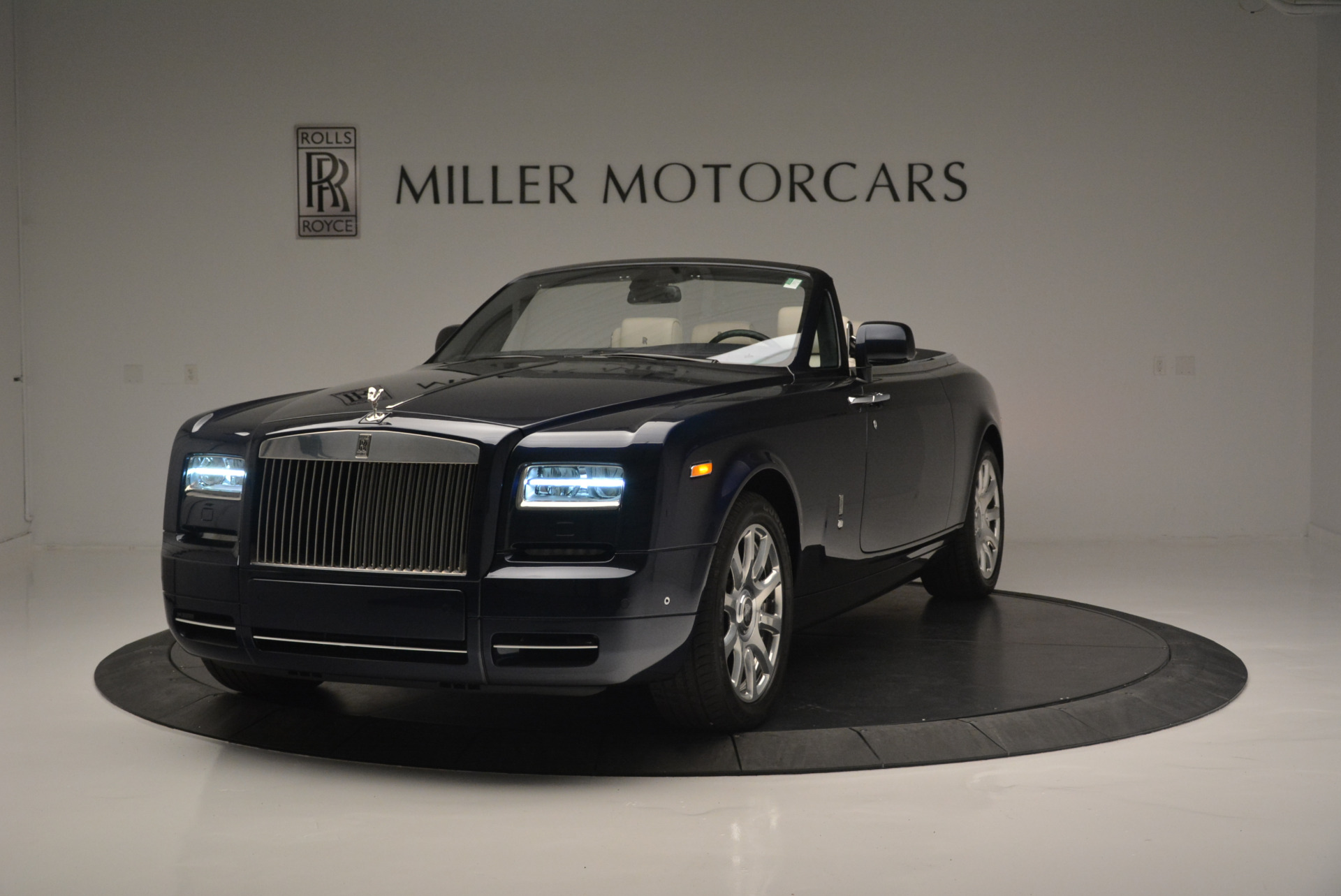 Used 2014 Rolls-Royce Phantom Drophead Coupe for sale Sold at Bugatti of Greenwich in Greenwich CT 06830 1