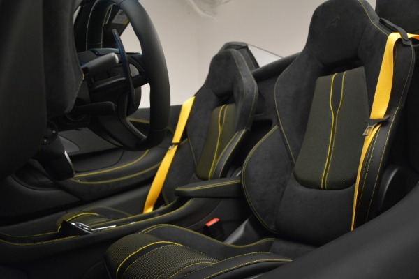 Used 2019 McLaren 570S Spider Convertible for sale $189,990 at Bugatti of Greenwich in Greenwich CT 06830 25
