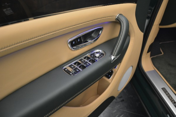 Used 2019 Bentley Bentayga V8 for sale $158,900 at Bugatti of Greenwich in Greenwich CT 06830 25