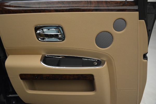 Used 2014 Rolls-Royce Ghost for sale Sold at Bugatti of Greenwich in Greenwich CT 06830 19
