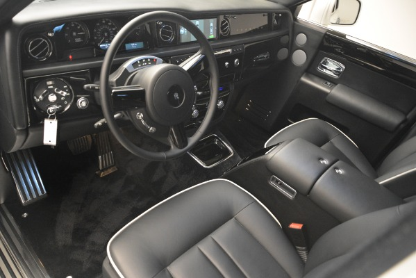 Used 2014 Rolls-Royce Phantom for sale Sold at Bugatti of Greenwich in Greenwich CT 06830 15