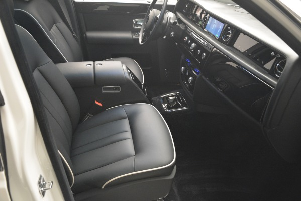 Used 2014 Rolls-Royce Phantom for sale Sold at Bugatti of Greenwich in Greenwich CT 06830 27