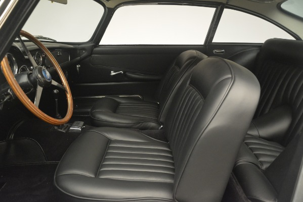 Used 1961 Aston Martin DB4 Series IV Coupe for sale $625,900 at Bugatti of Greenwich in Greenwich CT 06830 20