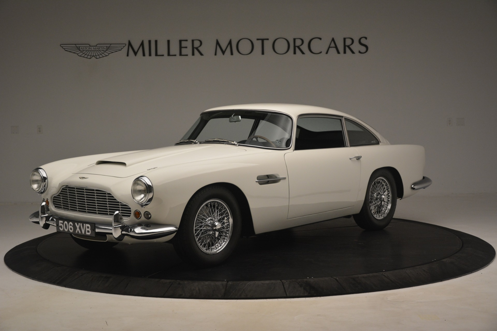 Used 1961 Aston Martin DB4 Series IV Coupe for sale $625,900 at Bugatti of Greenwich in Greenwich CT 06830 1