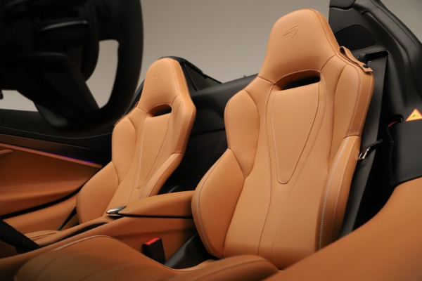 New 2020 McLaren 720S Spider Convertible for sale $372,250 at Bugatti of Greenwich in Greenwich CT 06830 16