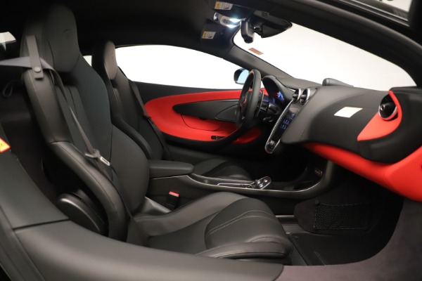 New 2019 McLaren 600LT Coupe for sale $278,790 at Bugatti of Greenwich in Greenwich CT 06830 24