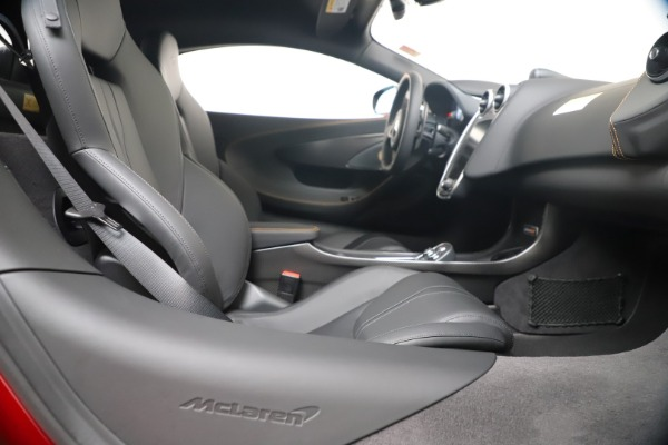 New 2019 McLaren 600LT for sale $285,236 at Bugatti of Greenwich in Greenwich CT 06830 27
