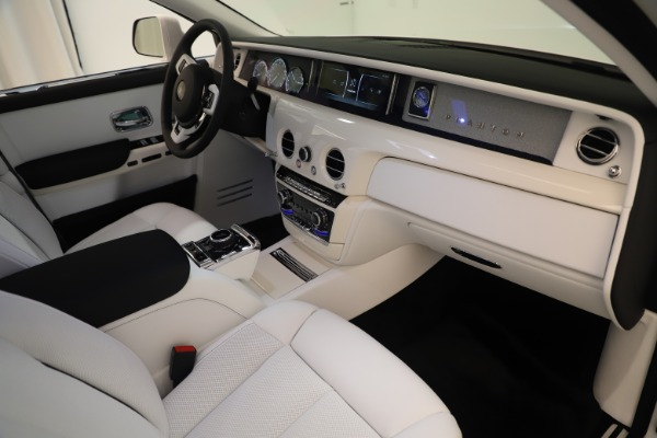 New 2020 Rolls-Royce Phantom for sale $545,200 at Bugatti of Greenwich in Greenwich CT 06830 22