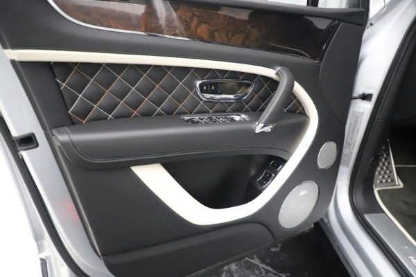 Used 2018 Bentley Bentayga Mulliner Edition for sale Sold at Bugatti of Greenwich in Greenwich CT 06830 17