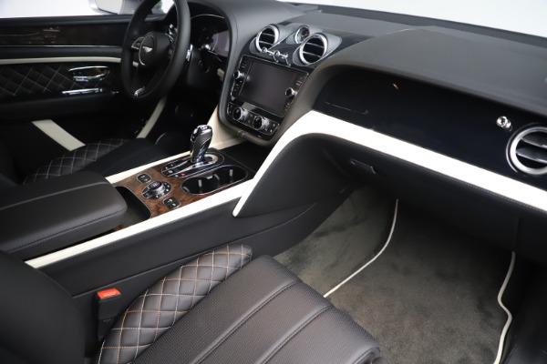 Used 2018 Bentley Bentayga Mulliner Edition for sale Sold at Bugatti of Greenwich in Greenwich CT 06830 27