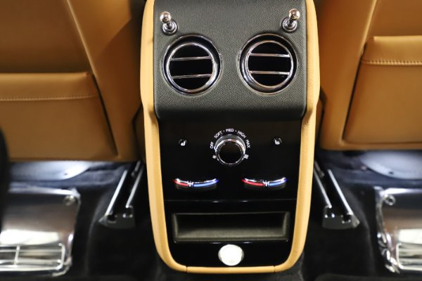 New 2020 Rolls-Royce Cullinan for sale $348,975 at Bugatti of Greenwich in Greenwich CT 06830 22
