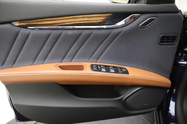 Used 2017 Maserati Quattroporte S Q4 GranLusso for sale Sold at Bugatti of Greenwich in Greenwich CT 06830 17