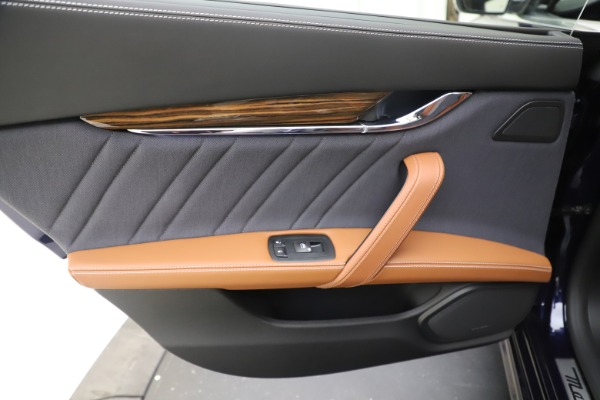 Used 2017 Maserati Quattroporte S Q4 GranLusso for sale Sold at Bugatti of Greenwich in Greenwich CT 06830 21