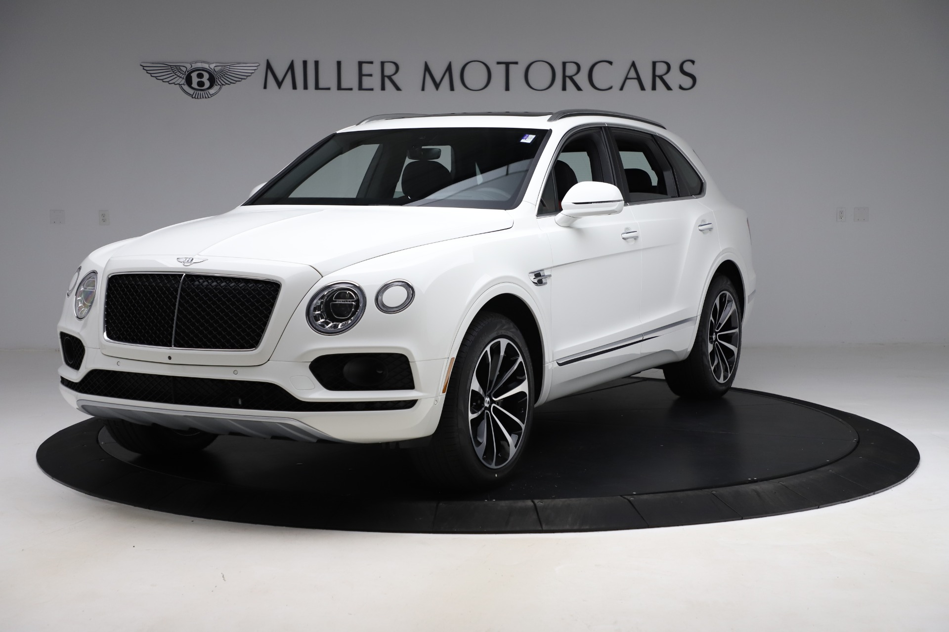 New 2020 Bentley Bentayga V8 for sale $202,735 at Bugatti of Greenwich in Greenwich CT 06830 1