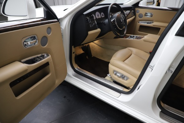 Used 2015 Rolls-Royce Ghost for sale $166,900 at Bugatti of Greenwich in Greenwich CT 06830 23