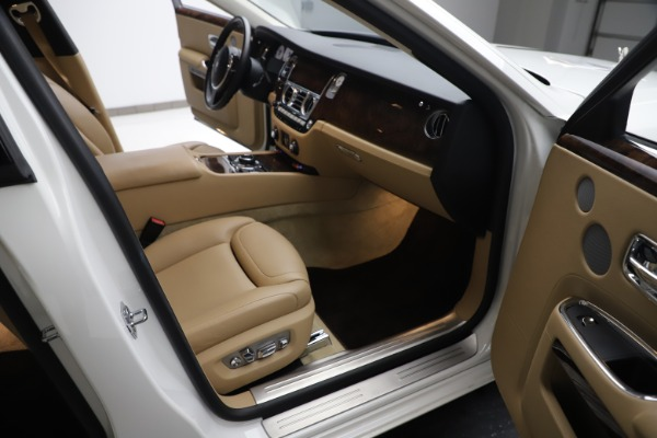Used 2015 Rolls-Royce Ghost for sale $166,900 at Bugatti of Greenwich in Greenwich CT 06830 24