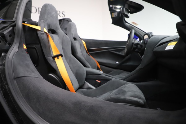 New 2020 McLaren 720S Spider Convertible for sale $364,090 at Bugatti of Greenwich in Greenwich CT 06830 26