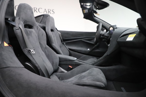 New 2020 McLaren 720S Spider Convertible for sale $332,570 at Bugatti of Greenwich in Greenwich CT 06830 25