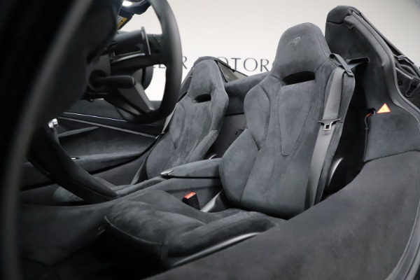 New 2020 McLaren 720S Spider Convertible for sale $332,570 at Bugatti of Greenwich in Greenwich CT 06830 28
