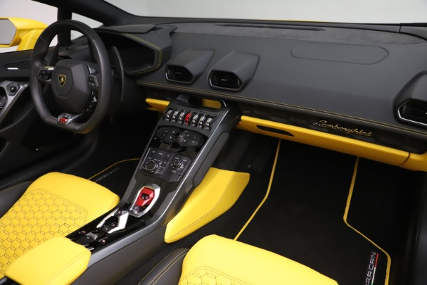 Used 2018 Lamborghini Huracan LP 580-2 Spyder for sale $203,900 at Bugatti of Greenwich in Greenwich CT 06830 22