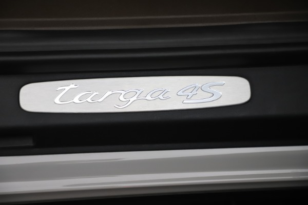 Used 2018 Porsche 911 Targa 4S for sale $134,900 at Bugatti of Greenwich in Greenwich CT 06830 27