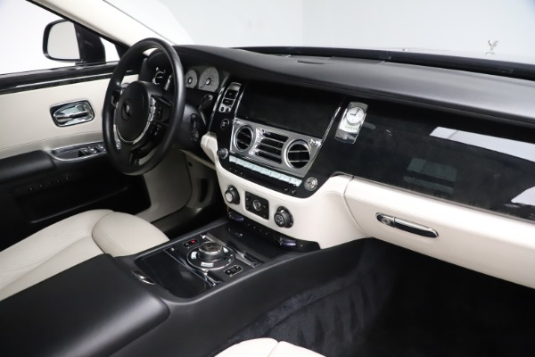 Used 2016 Rolls-Royce Ghost for sale $179,900 at Bugatti of Greenwich in Greenwich CT 06830 18
