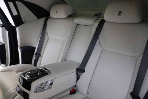 Used 2015 Rolls-Royce Ghost for sale $157,900 at Bugatti of Greenwich in Greenwich CT 06830 17
