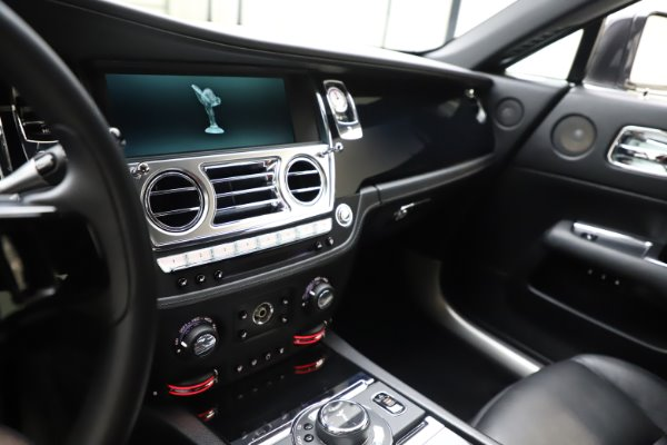Used 2014 Rolls-Royce Wraith for sale Sold at Bugatti of Greenwich in Greenwich CT 06830 18