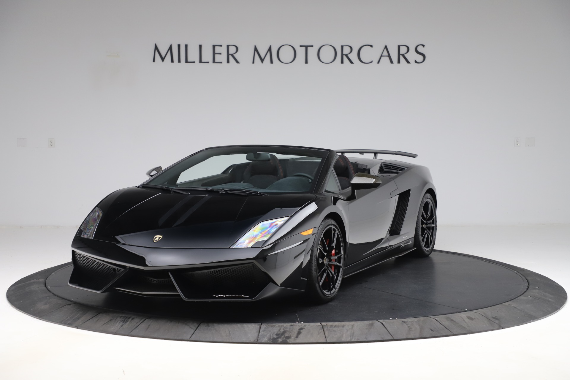 Used 2013 Lamborghini Gallardo LP 570-4 Spyder Performante for sale $229,900 at Bugatti of Greenwich in Greenwich CT 06830 1