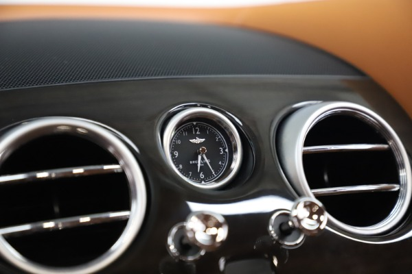 Used 2016 Bentley Flying Spur V8 for sale $114,900 at Bugatti of Greenwich in Greenwich CT 06830 21