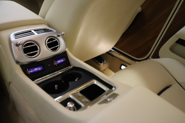 Used 2015 Rolls-Royce Wraith for sale $169,900 at Bugatti of Greenwich in Greenwich CT 06830 22