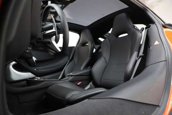 New 2020 McLaren GT Coupe for sale $246,975 at Bugatti of Greenwich in Greenwich CT 06830 21